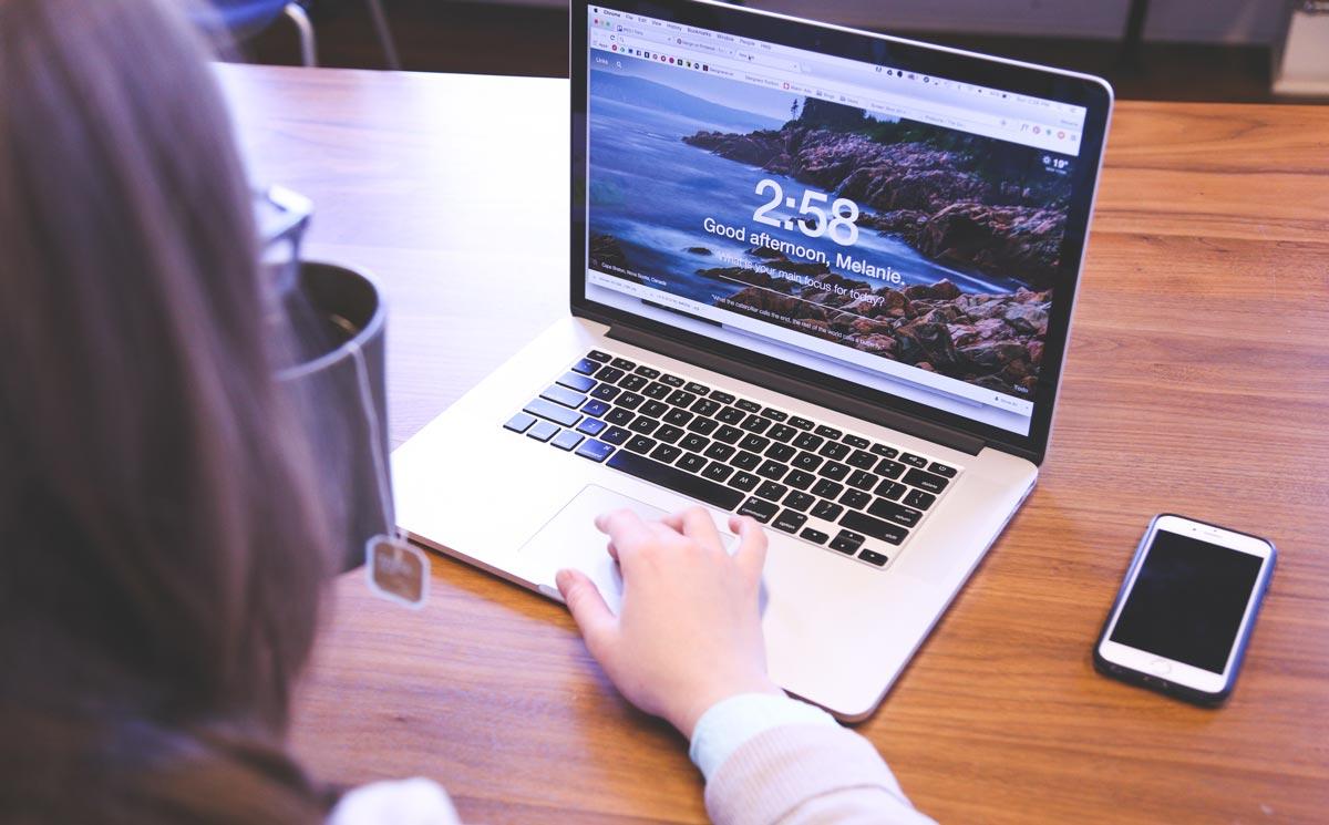 Организация своей деятельности может осуществляться посредством компьютера или смартфона