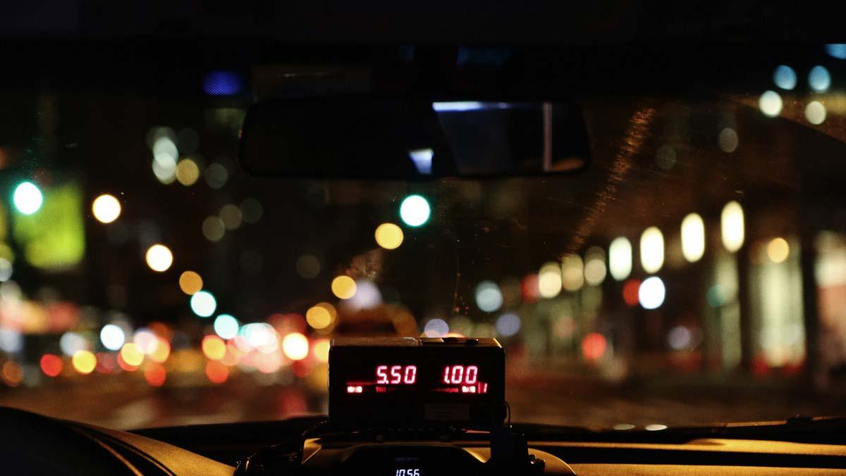 Приложение для такси покажет, сколько стоит поездка