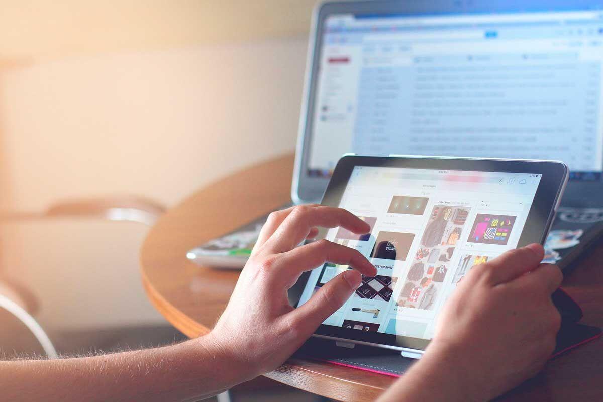 Разработать мобильную версию сайта нужно, чтобы было удобно посещать его с планшета и смартфона